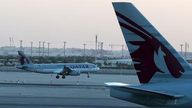 Op deze foto is een vliegtuig van Qatar Airways te zien.