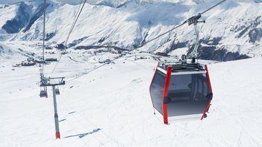 Video: Tientallen mensen vast in Franse skilift