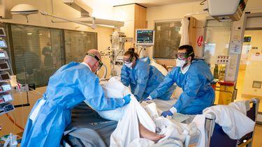 Aantal coronapatiënten in ziekenhuizen verder afgenomen