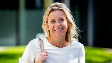 Minister Ollongren na maanden van ziekte weer aan het werk