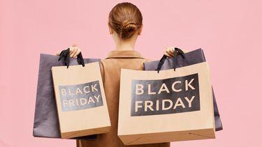 Een foto van tassen met de tekst Black Friday