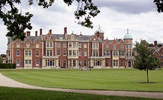 Het Sandringham House is een landhuis op het 32 km² omvattende landgoed Sandringham vlak bij het gelijknamige dorpje in Norfolk.