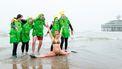 Een foto van de Nieuwsjaarduik in Scheveningen dit jaar