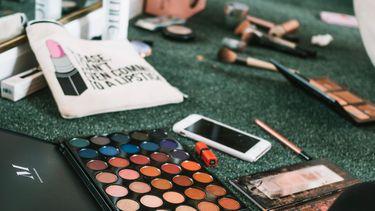 Make-up op de grond