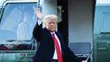 Een foto van Donald Trump, zwaaiend bij een helikopter