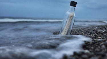Australisch stel vindt flessenpost van 132 jaar oud