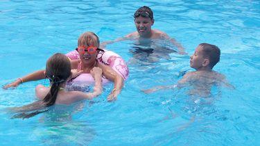 Meisjes (10) redden kind van verdrinkingsdood