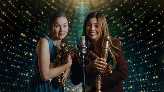 Julia en Titia grote winnaars bij awardshow De Gouden Pionier