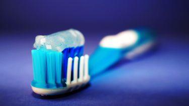 Man slikt per ongeluk tandenborstel door tijdens poetsen