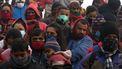 Een foto van hindoes uit India op weg naar het religeuze feest; alsof corona niet bestaat