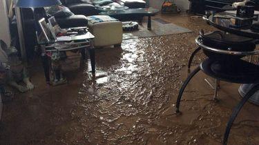 Huizen Limburg onbewoonbaar na 'tsunami van modder'