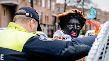 Elf arrestanten intocht Apeldoorn weer op vrije voeten