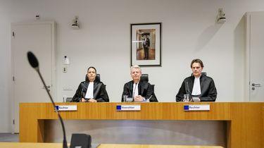 Gökmen T. bespuugt advocaat en wordt rechtszaal uitgezet
