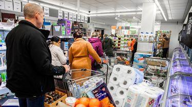 Distributiecentra draaien overuren om supermarkten te bevoorraden.