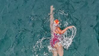 Frisse duik? IJszwemmen populair dankzij coronacrisis