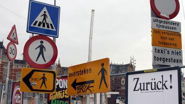 Overschot aan verkeersborden zorgt voor verwarring