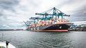 Ook het werk van Jacques Schoufour: de tot op vandaag durende schaalvergroting van de Rotterdamse haven.
