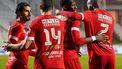 Dylan Batubinsika Royal Antwerp viert zijn doelpunt met zijn teamgenoten.