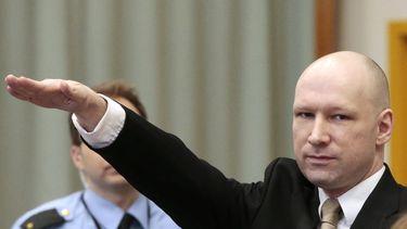 Anders Breivik brengt de Hitlergroet bij het begin van een proces waarin hij meer vrijheden probeert te krijgen. Foto: AFP