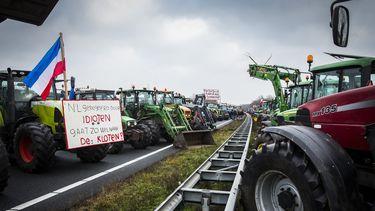 Een foto van een boerenprotest op de snelweg