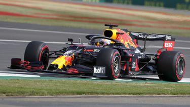 Foto van Max Verstappen in actie op Silverstone