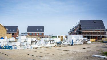 Een foto van een bouwterrein voor nieuwe huizen