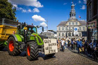 Een foto van een boerenprotest op het Vrijthof in Maastricht