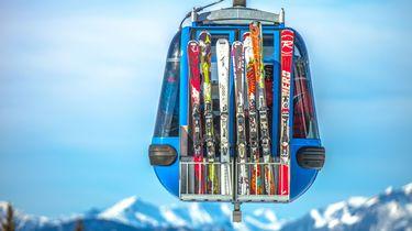 Criminele bende steelt ski's op de piste.