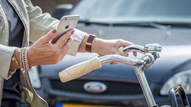 'Boete voor appen op de fiets is niet de oplossing'