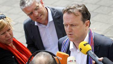 Advocaat Richard Korver, raadsman van een aantal bij de zaak betrokken ouders, staat de pers te woord na de uitspraak van de rechter in de Amsterdamse zedenzaak. Foto: ANP   Bas Czerwinski