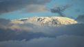 Op deze foto is de berg Kilimanjaro te zien, voordat de brand uitbrak.
