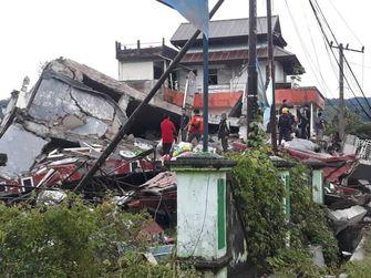 Citra kekacauan setelah gempa bumi di Indonesia