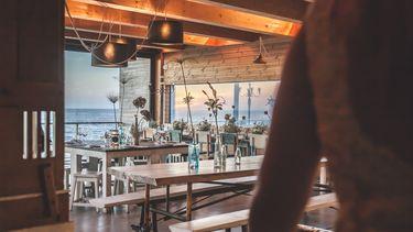 Een restaurant aan het strand.