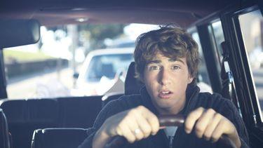Steeds meer jongeren rijden zonder rijbewijs.
