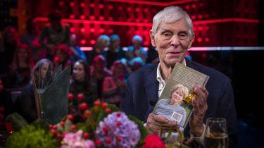 Berend Boudewijn, de echtgenoot van Martine Bijl in de studio van De Wereld Draait Door na de bekendmaking van de NS Publieksprijs.