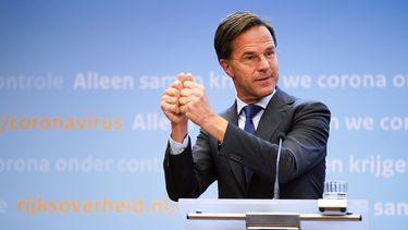 Op deze foto is premier Mark Rutte te zien tijdens de persconferentie van gisteren.