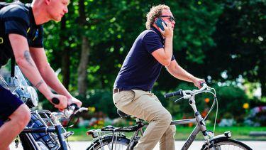 Niet meer bellen en appen op de fiets vanaf maandag