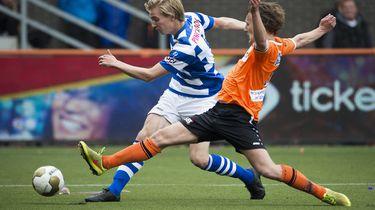 Dak eraf: Bus FC Volendam rijdt zich bijna klem
