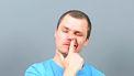 In je neus peuteren: gezond of niet?