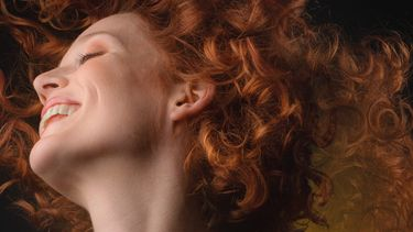 Een foto van Rosan op de cover van Happy Depressie