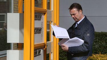 Deurwaarder nu door-de-busgooier: 'ik mis de deur'