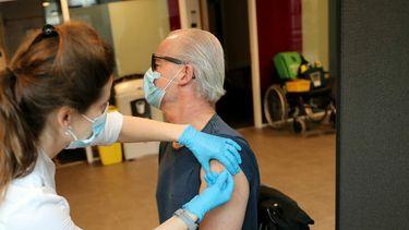 vaccineren, coronavaccinatie, vaccin, opkomst, urk