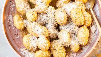 Cacio e pepe aardappeltjes (een snel & makkelijk bijgerecht)