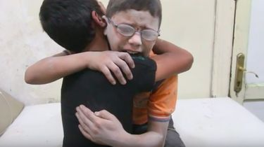 Schrijnend: Syrische broertjes rouwen om dode broer