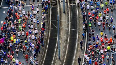 Huwelijksaanzoek bij finish Marathon Rotterdam.  / ANP