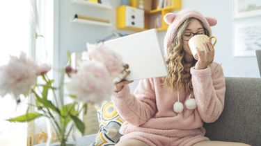 Joggingbroek en pyjama populair onder thuiswerkers