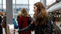 Op deze foto zie je een studenten inchecken op Den Haag Centraal.