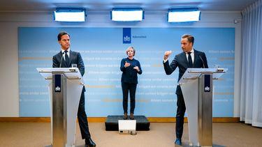 Hugo de Jonge en Mark Rutte tijdens de persconferentie.