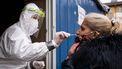 Een foto van een vrijwillige coronatest in Slowakije