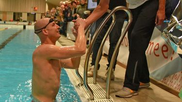 Maarten van der Weijden gaat 24 uur zwemmen: 'Het wordt pijnlijk'